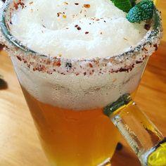 La Michelada es un trago muy popular en mi pais, Chile. A base de cerveza y limon, este delicioso y simple trago es especial para dias con harto calor.