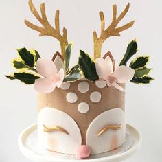 Super Cute Reindeer Cake #christmas #christmascakes #cakes #christmas2018 #xmas