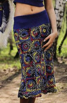 Crochet skirt: granny squares, strong colours. Pattern included. ✿⊱╮Teresa Restegui http://www.pinterest.com/teretegui/✿⊱╮
