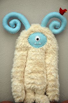 monster with great blue curlicue ears. Just a picture no instructions. Looks easy enough to make. Very very cute.