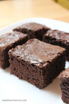 These paleo brownies are made with coconut flour and raw cacao powder. They are so yummy and melt in your mouth. These paleo brownies taste just like regular brownies Coconut Flour Brownies, Baking With Coconut Flour, Paleo Brownies, Coconut Flour Recipes, Coconut Oil, Keto Friendly Desserts, Low Carb Desserts, Paleo Dessert, Dessert Recipes