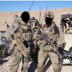 Military Guns, Military Art, Military History, Special Forces Gear, Military Special Forces, Marsoc Marines, Us Marines, Military Police, Usmc