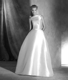 Pronovias 2018 / The wisdom and skill of expert seamstresses transform fine fabrics into haute couture designs. These wedding dresses are pure magic. Pronovias has designed a collection to enchant not only romantic, classic brides, but also modern. Wedding Dresses Under 100, 2016 Wedding Dresses, Wedding Dresses Plus Size, Designer Wedding Dresses, Bridal Dresses, Wedding Gowns, Wedding Robe, Pronovias Wedding Dress, Bridesmaid Dresses Online