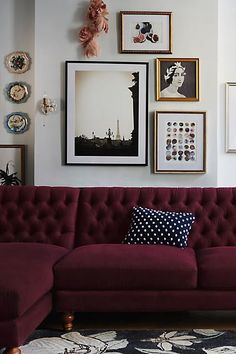 Cosy autumn vibes from this vintage inspired living room with a plum couch!