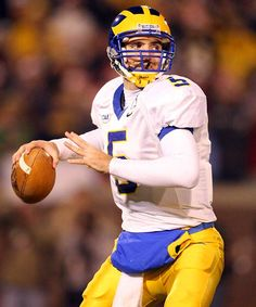 Joe Flacco as a Blue Hen. My College, College Football, Baltimore Ravens, Football Season, Way Of Life, Delaware, Football Helmets, Cute Pictures, Beautiful People