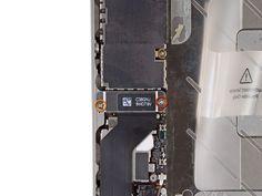 1. Fjern følgende skruer som fastgør dock-kontaktens kabelcover til hovedkortet: En 1.5 mm Phillips-skrue En 1.2 mm Phillips-skrue