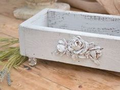 make from old box add wood decal & glass knob legs.or from old sewing machine drawers Shabby Chic Vintage, Vintage Roses, Repurposed Items, Repurposed Furniture, Diy Projects To Try, Wood Projects, Palette Deco, Sewing Machine Drawers, Sewing Machines