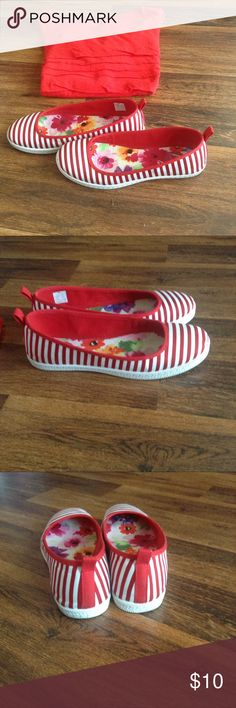 Rocketdog Women's Slip On Canvas Shoes Rocketdog K9 red/white strip slip on canvas shoes, Size 7 1/2 M. Like new, only wore 2 or 3 times. Some wear on bottom of shoe. Would go great with white or jeans! Rocket Dog Shoes Flats & Loafers
