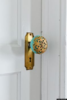 Design*Sponge Hardware - door knobs, cabinet pulls, door handles and more! I always have to replace door knobs and cabinet pulls when I have a new place, even if it's just while renting an apartment! Door Knobs And Knockers, Door Decs, Diy Door Knobs, Do It Yourself Furniture, Home And Deco, My New Room, Tiffany Blue, Home Interior, Interior Design