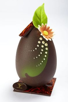 85 best easter chocolate images in 2018 Chocolate Work, Chocolate Delight, Chocolate Fondant, Easter Chocolate, Chocolate Gifts, Chocolate Lovers, Chocolate Chocolate, Chocolates, Chocolate Centerpieces