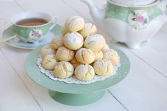 I biscotti con farina di riso sono una ricetta senza glutine, dei dolcetti perfetti per una colazione golosa da preparare agli amici celiaci e non solo ;) Questi