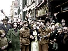 Liberation Netherlands by Canadians 1945 Canadian Soldiers, Canadian Army, Canadian History, Women In History, World History, World War Ii, 5 Mei, Remembrance Day, D Day