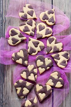 it wp wp-content uploads 2017 02 Biscotti-vaniglia-e-cacao-Cuori-bicolore-Ricetta-Biscotti-vaniglia-e-cacao. Biscotti Cookies, Yummy Cookies, Cake Cookies, Easy Cookie Recipes, Sweet Recipes, Bolacha Cookies, Cacao Recipes, Valentines Day Food, Sweets Cake