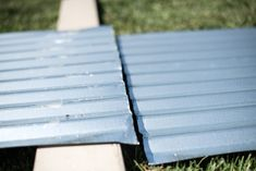 Cut corrugated metal panels ready to be screwed back together into garden bed form Metal Raised Garden Beds, Building A Raised Garden, Raised Beds, Raised Vegetable Gardens, Home Vegetable Garden, Holz Wallpaper, Patio Design, Garden Design, Corrigated Metal