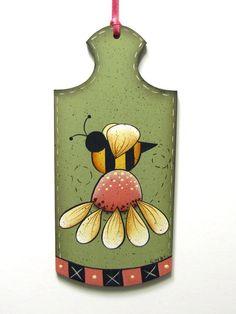 Bee and Daisy Handpainted Wood por ToleTreasures en Etsy