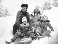 1977. Prins Henrik, Dronning Margrethe, prins Joachim og kronprins Frederik på skiferie i Norge.