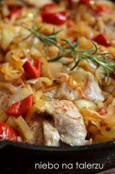 Indyk z warzywami, błyskawiczny do przygotowania, zdrowy obiad , miękkie i soczyste mięso szybko smażone na patelni, cebula, rozmaryn, przyprawy... Diet Recipes, Cooking Recipes, Healthy Recipes, Good Food, Yummy Food, Tasty, Seafood Salad, Polish Recipes, Appetisers