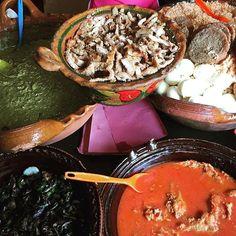 #desayuno #desayunodecampeones #tacos de #guisado #mole #verde #milanesa #moronga #huevococido #arroz #food #foodporn #foodlover #foodporndaily #mexico #mexicolors #mexicanfood #mexigers #tradicionesmexico #tradiciones #mexicanas #hablabiendemexico #toluca #mexico by @pedro.estrada.c