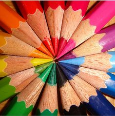 love this rainbow of colored pencils