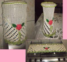 Jogo de cozinha em barbante cinco peças. Capa de liquidificador e capa para Galão de água, caminho de mesa,pano de microondas e pano de fogão R$ 115,00