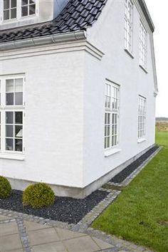 För det putsade huset, cement och murar, introducerar Nordsjö en ny smutsavstötande färg, Murtex V Nanotec. Som namnet antyder handlar det om nanoteknik, när fasaden målats håller den sig ren av egen kraft.