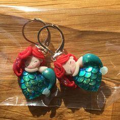 Ursula Ariel the little mermaid villains disney polymer clay Polymer Clay Disney, Cute Polymer Clay, Cute Clay, Polymer Clay Dolls, Polymer Clay Projects, Polymer Clay Charms, Polymer Clay Jewelry, Clay Crafts, Clay Keychain