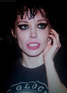 awesome girls in bands Alice, Crystal Castle, Budget Planer, Goth Aesthetic, King Of Hearts, Music Mix, Face Hair, Weird World, Woman Face