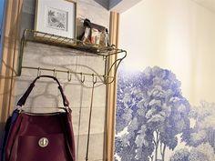 玄関近くの壁面に、バッグや雑貨などを置いておけるワイヤーシェルフがあれば便利!しかし、住宅の壁は石膏ボードであ… Furniture Makeover, Furniture Redo