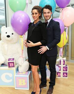 """Born the daughter of Danielle and Kevin Jonas Alena was born on Saturday 2 Danielle and Kevin Jonas celebrated the arrival of their first daughter, Alena Rose Jonas. A brand detergent called """"Dreft"""" closely followed the birth, and in his official account has posted the first photo of the baby. Accompanying the image, the brand posted a cute caption: """"On this day, a little star was born Meet Alena Rose Jonas # BabyJonas..."""""""