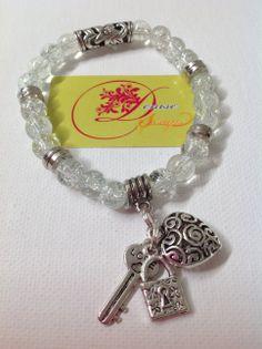photo (109) pulsera en bolitas de cristal transparente y con charms plateados.