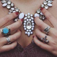 #domingo de compras #online  Collar de cristal Blanco  #versatil  #combinable  #ponible  Pedidos por la #shoponline  ✨www.nephra.es✨ Whatsapp 611466877 #collar #cristal #Tendencias #fashion #ootd #outfit #look #lookoftheday #lookbook #fashionstyle #style #statement #statementnecklace #Nephra