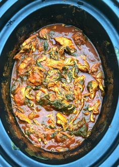 Slow Cooker Chicken Saag Curry, perfect for a weekend 'fakeaway' or just for something a little bit different during the week. You can't go wrong with a healthy, slow cooked curry. Slow Cooker Curry, Slow Cooker Huhn, Healthy Slow Cooker, Slow Cooker Biryani, Slow Cooking, Cooking Recipes, Slow Cooker Recipes Uk, Fast Recipes, Healthy Recipes