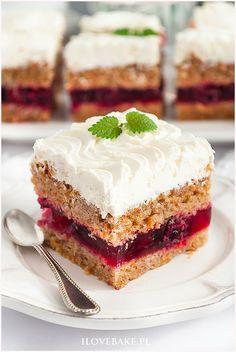 Ciasto marchewkowe z wiśniami i mascarpone - I Love Bake