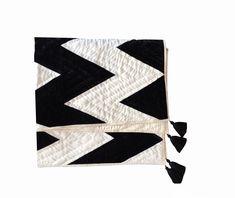 Velvet Bedding Sets, Velvet Quilt, Black And White Quilts, Black White, Black Quilt, Quilted Christmas Gifts, Christmas Sale, White Velvet, Queen Size Quilt