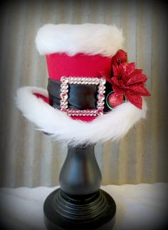 Santa Mini Top Hat, Alice in Wconderland Mini Top Hat, Tea Party Hat, Mad Hatter… Christmas Tops, Christmas Projects, All Things Christmas, Holiday Crafts, Holiday Fun, Xmas, Christmas Scenes, Steampunk Accessoires, Tea Party Hats