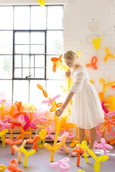 Bring Spring inside and create a magical DIY Balloon garden! With just skinny balloons and some tape, you can transform your space into a wonderland! Balloon Flowers, Red Balloon, Balloon Arch, Colourful Balloons, Photo Booth Backdrop, Easter Party, Diy Party Decorations, Easy Diy Crafts, Childrens Party