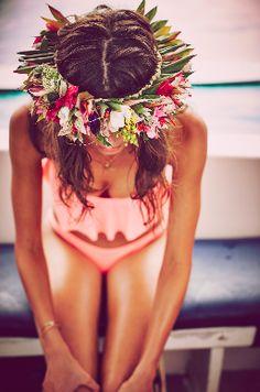Tahitian vibes from Taylor Hill. | Victoria's Secret Swim 2016