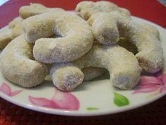 """""""Vanilkové rožky"""" or """"Vanilla Cookies"""" Czech Recipes, Vanilla Cookies, Christmas Baking, Christmas Gifts, Original Recipe, Bagel, Doughnut, The Best, Low Carb"""