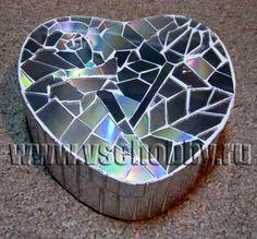 Mosaic from old CD.  шкатулка с мозаикой сделанной из ненужных дисков своими руками