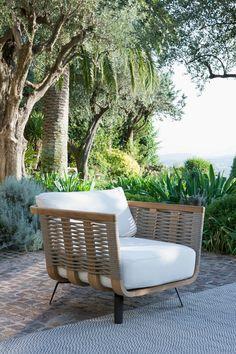 Armchair Welcome in teak and cord - Unopiù #sofa #armchair #outdoor #unopiù Outdoor Spaces, Outdoor Chairs, Outdoor Living, Outdoor Decor, Garden Furniture, Furniture Design, Outdoor Furniture, Furniture Ideas, White Cushions