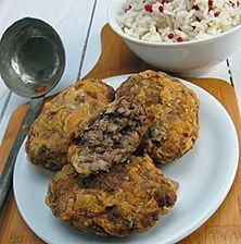 Ένα από τα πιο ονομαστά Κωνσταντινοπολίτικα φαγητά που σερβίρουν ακόμα και σήμερα οι πιο πολλές locantes (μαγειρεία της Πόλης). Η συνεύρεση κιμά μοσχαρίσιου, αρνίσιου, με το ρυζάκι και τα μυρωδικά είναι ανυπέρβλητη Mary Recipe, Mediterranean Recipes, Greek Recipes, Different Recipes, Lamb, Food And Drink, Yummy Food, Beef, Cooking