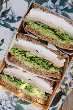 Recipe for a delicious turkey and cheese sandwich with avocado cream - Comida :D - Healthy Snacks, Healthy Eating, Healthy Recipes, Healthy Smoothies, Enjoy Your Meal, Food Inspiration, Love Food, Food Porn, Food And Drink
