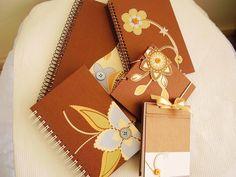 Kit papelaria marrom e floral!  Um charme!!    Uma ótima opção de presente!!