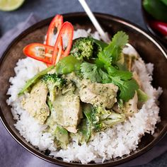 A fresh, fragrant and light-but-creamy Thai chicken curry. This Skinny Thai Green Curry is only 500 cals per serving INCLUDING rice (226 cals without). Less than 2 syns per serving on Slimming World Extra Easy.