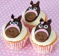 Entertaining - Amazing Cupcakes and Cake Pops / Horse cupcakes Animal Cupcakes, Cupcake Cookies, Cupcake Toppers, Horse Cupcake, Cupcakes Decorados, Horse Birthday, Animal Birthday, Yummy Cupcakes, Macaron