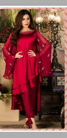 Pakistan wear Pakistani Dresses Casual, Indian Gowns Dresses, Pakistani Dress Design, Casual Dresses, Pakistani Dresses Online, Designer Party Wear Dresses, Kurti Designs Party Wear, Indian Designer Outfits, Frock Fashion