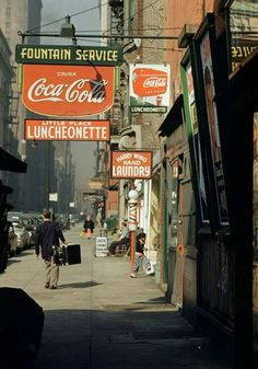 Vintage retro photography new york city 17 ideas Aesthetic Vintage, Aesthetic Photo, Aesthetic Pictures, Photography Aesthetic, Purple Aesthetic, Aesthetic Girl, Vintage New York, Retro Vintage, Vintage Vibes