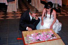 Brautpaar an der Schatzkiste