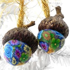 saw this on web cute acorns don't know who made them but it reminds me of the work of a gal I knew in Las Vegas.