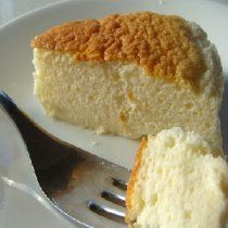 This cheesecake is simply perfect for those days when you want a bit of dessert without that overstuffed feeling. It's light and creamy, with a silky, cottony texture. It also is a little less sugary than most American cheesecakes. Just Desserts, Delicious Desserts, Dessert Recipes, Yummy Food, Do Nothing Cake, Pear And Chocolate Cake, Japanese Cheesecake Recipes, American Cheesecake, Let Them Eat Cake